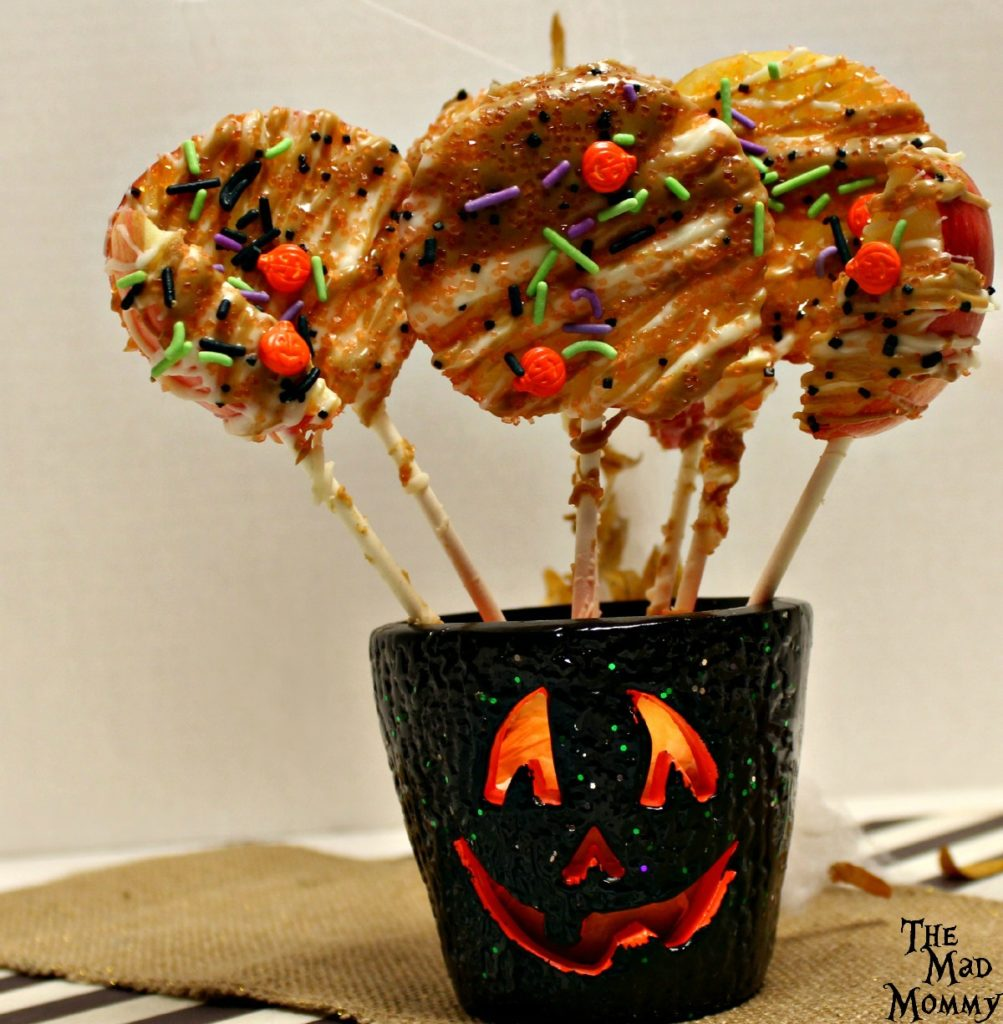 Simple, delicious and beautiful. These Halloween Candy Apple Pops will be a show stopper however you serve them!