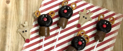 You are probably need a clever, but super easy Holiday treat to bring. Well, no worries, I got you covered with this Reindeer Doughnut Pop recipe!